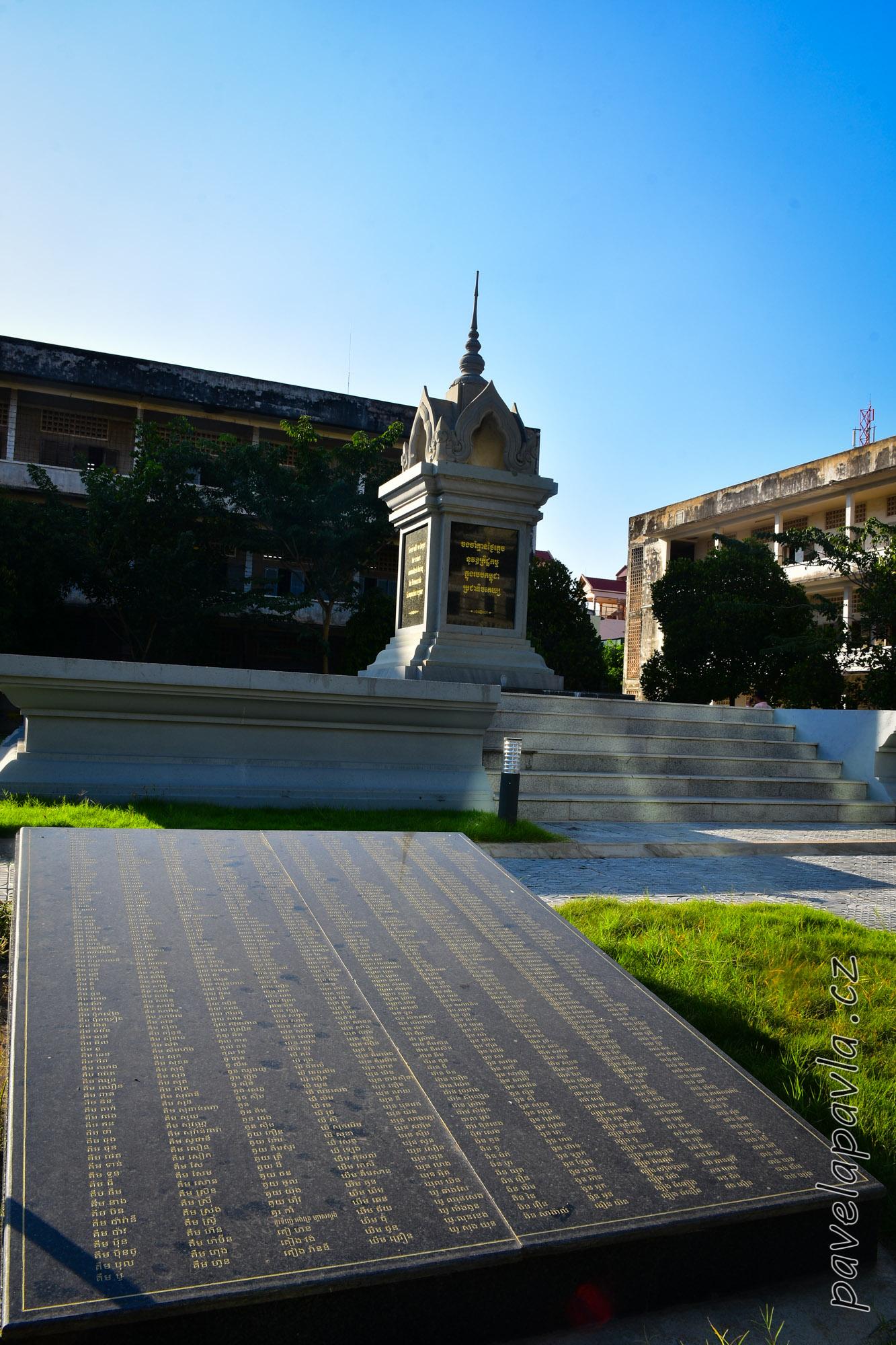 Pamětní deska s jmény popravených Muzeum S21 Tuol Sleng